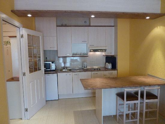 Las Dunas Aparthotel: Küchenzeile