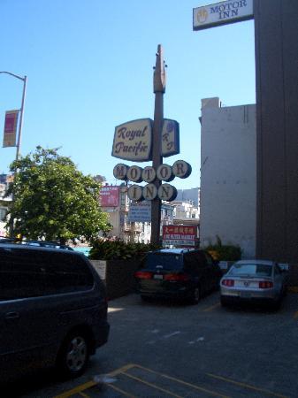 Royal Pacific Motor Inn : free parking is always good!