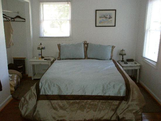 The Ledge House Bed and Breakfast: Comfy bed