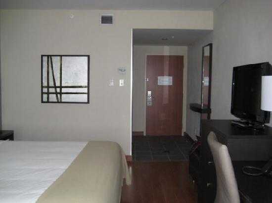 Holiday Inn Express & Suites Saint-Hyacinthe: Room