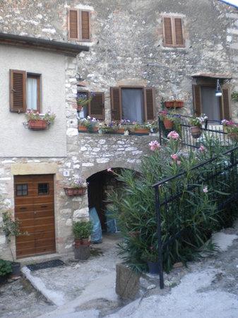 Locanda La Pieve: Vie del centro storico Semproniano