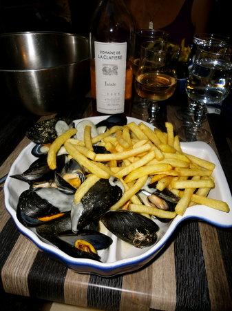 Pezenas, France: Roquefort Mussels