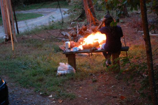 Lost Creek Cabins : the outdoor fire pit.