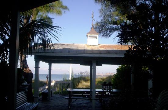 Colonial Court Inn: Looking Out Toward the Gulf