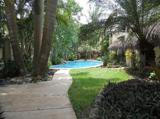 Hotel Villas Sayulita: Courtyard pool