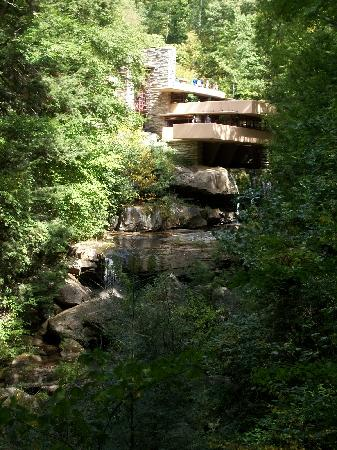 Mill Run, Πενσυλβάνια: Fallingwater - the classic view, mid-September