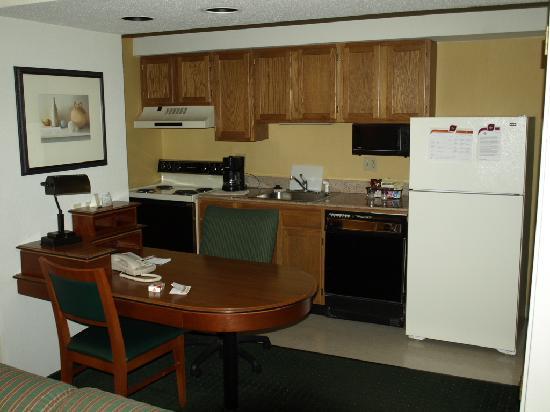 Hawthorn Suites By Wyndham Fishkill/Poughkeepsie Area: Küche