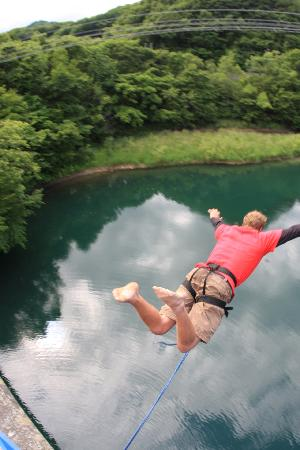 HOA Hokkaido Outdoor Adventures: 勇気を持ってジャンプ!ブリッジスウィング