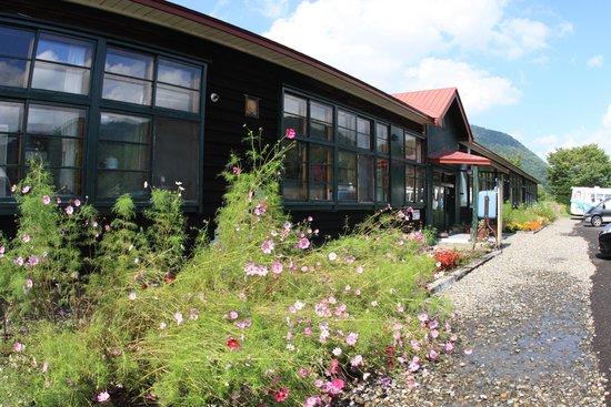 Hidaka-cho, Japan: 懐かしい木造校舎がベース