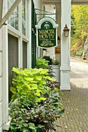 Manoir Hovey: Main entrance to the inn.