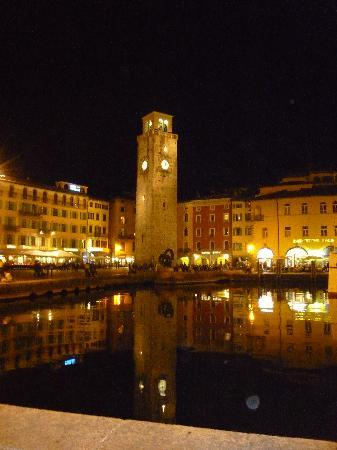 Hotel Riviera: Riva at night