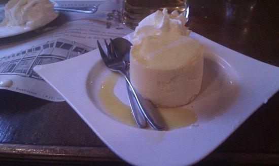 Brasserie Restaurant Markerwaard: Cutlery actually IN the dessert