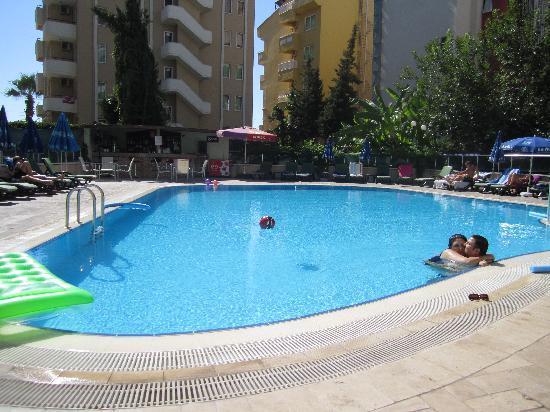 Hotel Alkan: Pool