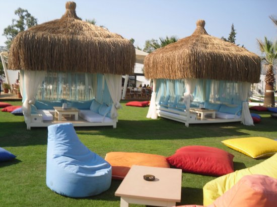 Meis Apart: Fab huts on the beach - You'll pay double the price for a drink to sit here!!
