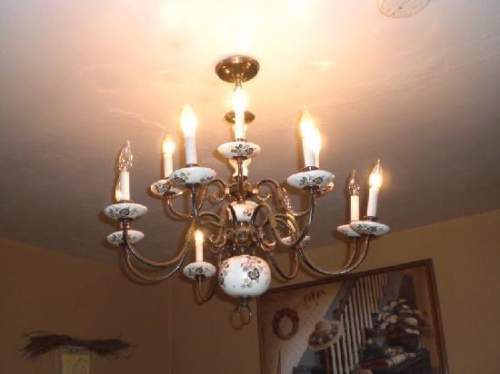 Shamrock Historic Inn: Light