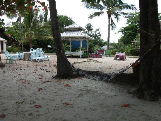 King's Garden Resort: vom Strand auf die Bungalows