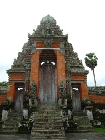 Taman Ayun Temple: 石造りの門