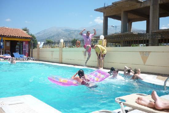 Villa Diasselo Apartments: The pool