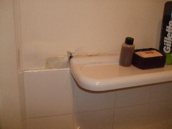 The Oakdene: Shelve in Bathroom