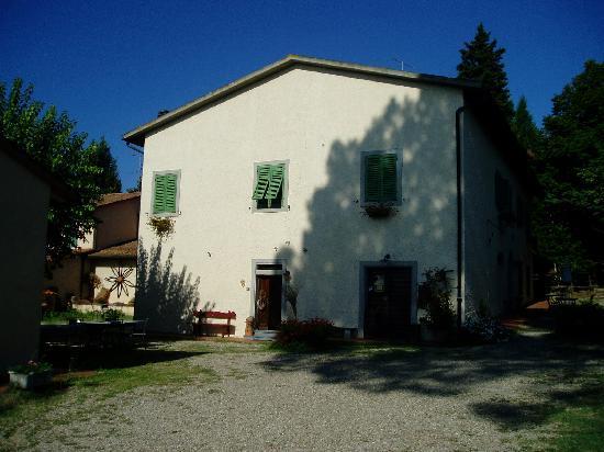 Agriturismo Poggio ai Cieli: View of main building