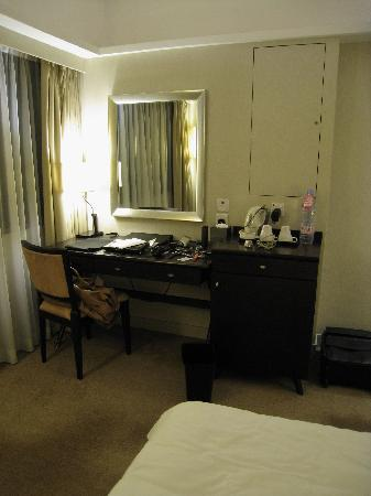Xi Hotel: Photo Desk Area[Rm 1001]