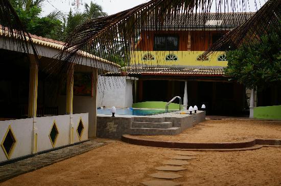 Janus Paradise Rest : The pool & main building