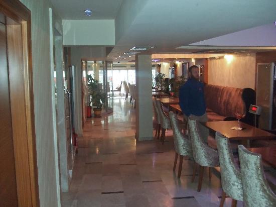 The Q-Inn Hotel Istanbul: recepcion 1