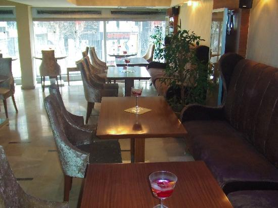 The Q-Inn Hotel Istanbul: recepcion 3