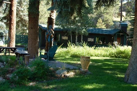 Evergreen, CO: Gardens and rooms