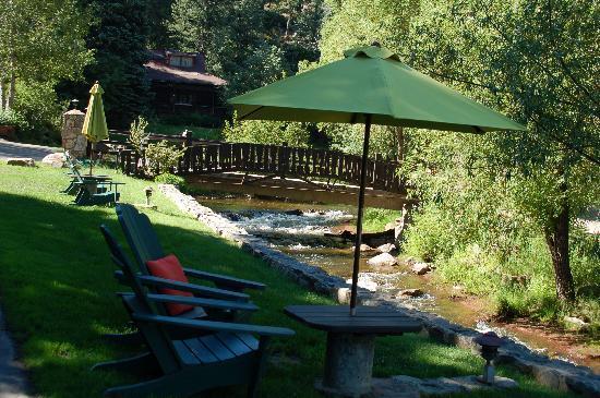 Highland Haven Creekside Inn : Creek