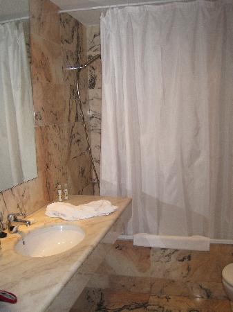 HOTEL ETH POMER: Baño