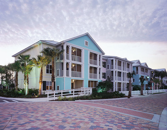 Marriott's Harbour Lake: Located in the heart of the celebrated attractions, the resort is a tropical retreat with Caribb