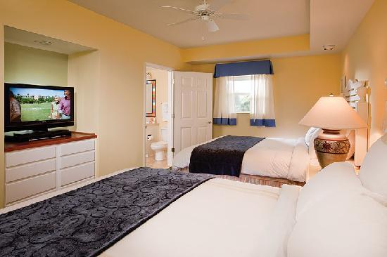 Marriott's Harbour Lake: Enjoy a peaceful night's sleep in the guest bedroom.