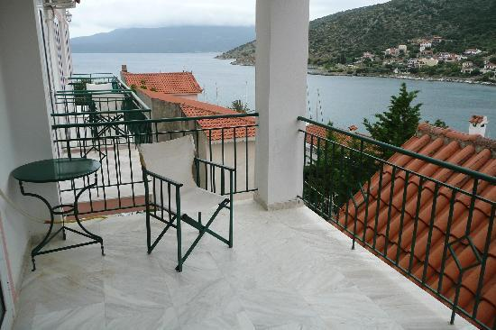 Boulevard Aetos Suites - Kefalonia: Balcony and view of the bay
