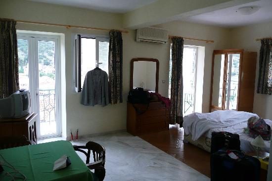Boulevard Aetos Suites - Kefalonia: View of Room