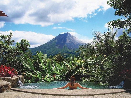 The Springs Resort and Spa: Villa Pool with Volcano View