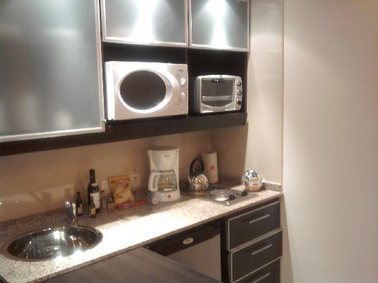 Espacia Suites: kitchenette