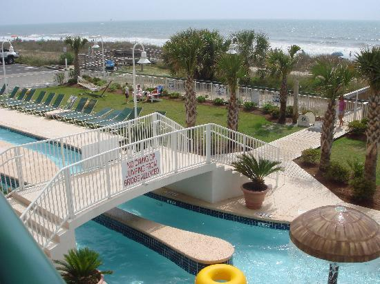 Hampton Inn & Suites Myrtle Beach/Oceanfront: pool and beachfront