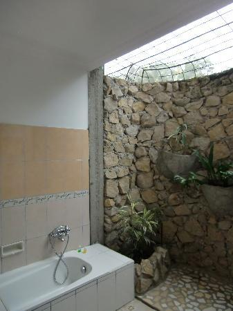Samosir, Indonesia: Bathroom