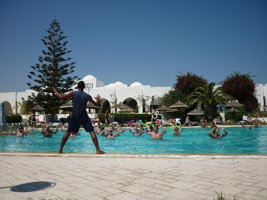 Tej Marhaba Hotel : Daily exercise in the pool