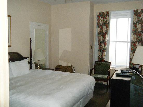 Arlington Resort Hotel & Spa: basic King size room