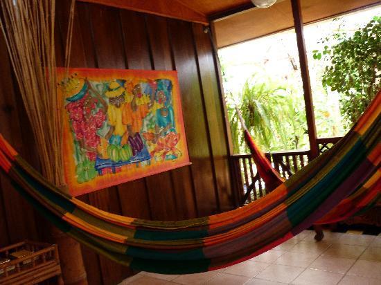 Jacaranda Hotel and Jungle Garden: hamacas