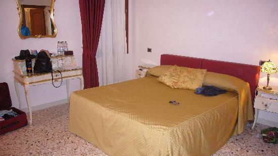 Angeles Inn Venice: Zimmer 2