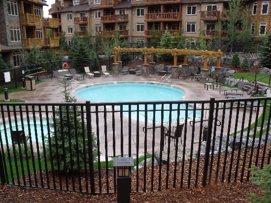 Stoneridge Mountain Resort by CLIQUE : Pool Area