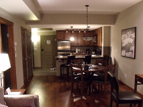 Stoneridge Mountain Resort by CLIQUE : Kitchen Area
