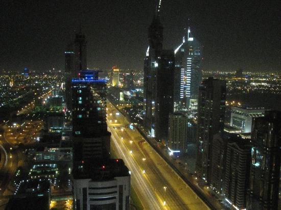 Al Salam Hotel Suites: View from the master bedroom towards Sheikh Zayed Road at night