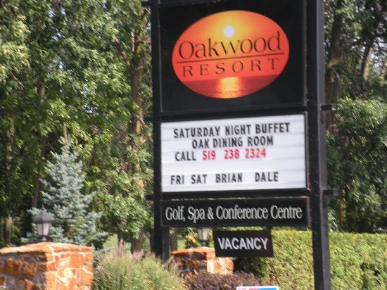 Oakwood Resort: Sign from road