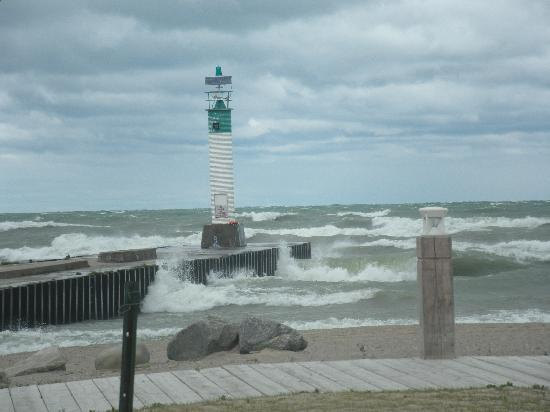 Grand Bend, Canada : An angry Lake Huron