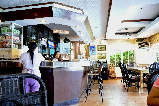 Subic Park Hotel: restaurant and bar