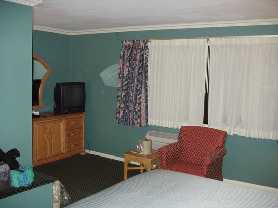 Historic Summit Inn: King bed with Valley View